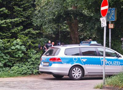 Die Polizei führte an einem Tag zwei Razzien auf dem Treffpunkt an der Rehderbrücke durch.