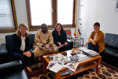 Elena Spall, S.E. Dr. Cheikh Tidiane Sall, Prof. Dr. Claudia Schmidtke, MdB, und Claudia Lanzer sorgten für neue Kontakte in Senegal. Foto: Büro CS