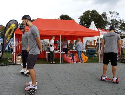 Am Freitag können Jugendliche mit Aktiv-Pass kostenlos die Segways im Brügmanngarten nutzen. Fotos: JW/Archiv