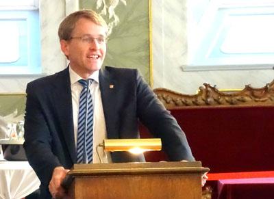 Ministerpräsident Daniel Günther ruft zum Tag der Deutschen Einheit zu mehr Optimismus auf. Archivbild: Harald Denckmann