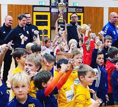 Der Pokal ging an die F-Jugend des 1. FC Phönix Lübeck. Foto: Veranstalter