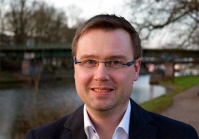 Daniel Kerlin von der Lübecker FDP-Fraktion fordert für Familien bedarfsgerechte Öffnungs- und Schließzeiten der Lübecker Kitas. Foto: FDP HL