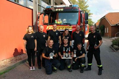 Der Wanderpokal geht an die Feuerwehr von Lotyn in Polen. Fotos: Frank Konzorr / FF Mori