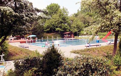 Im Freibad Moisling findet das Sommerfest statt.