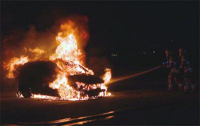 Nach den Autobränden sitzt ein Tatverdächtiger in U-Haft. Fotos: VG/Archiv