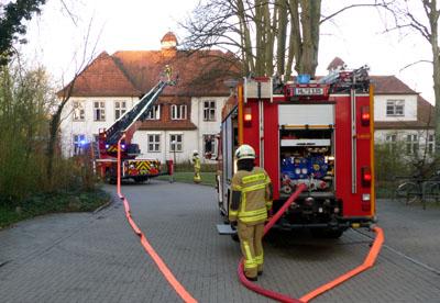 Im Gebäude der Dermatologie der Uni-Klinik kam es am Dienstagmorgen zu einem Zimmerbrand. Fotos: Stefan Strehlau