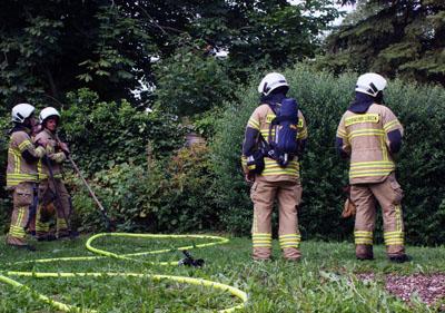 Die Ursache der starken Rauchentwicklung fand die Feuerwehr in einem Garten. Fotos: Oliver Klink