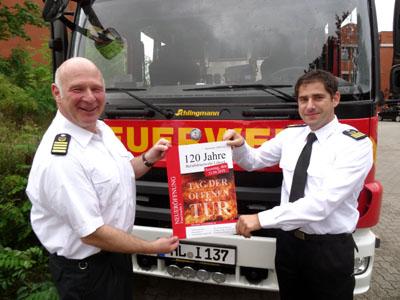 Feuerwehrchef Bernd Neumann (links) und sein Stellvertreter Thomas Köstler laden ein zum Tag der offenen Tür an der neuen Feuer- und Rettungswache 3. Foto: Feuerwehr