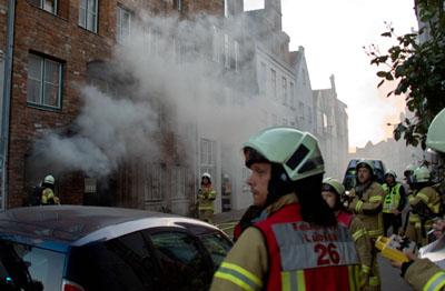 Sechs Anwohner erlitten bei dem Brand eine Rauchgasvergiftung. Fotos: VG