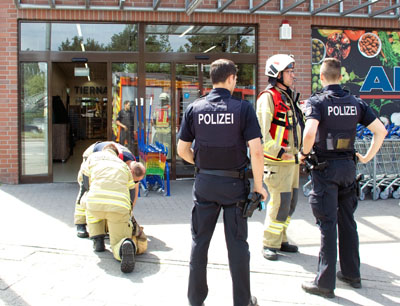 Die Feuerwehr belüftete die Räume und konnte nach knapp einer Stunde den Einsatz beenden. Fotos: VG