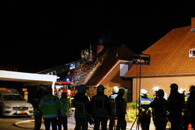 In Stockelsdorf kam es am Sonntagabend zu einem Dachstuhlbrand. Fotos: Oliver Klink