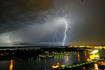 Der Deutsche Wetterdienst warnt vor der Möglichkeit schwerer Gewitter in Lübeck. Foto: Karl Erhard Vögele/Archiv