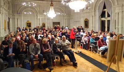 Der große Saal der Gemeinnützigen Gesellschaft in der Königstraße war bis auf den letzten Platz besetzt. Fotos: Harald Denckmann.