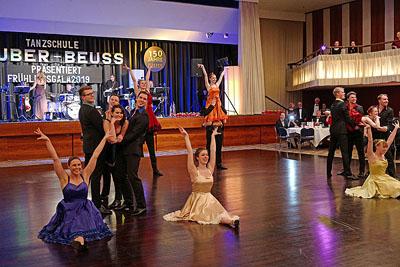 Die Tanzschule Huber-Beuss begrüßte den Frühling mit einer Tanzgala. Fotos: Karl Erhard Vögele