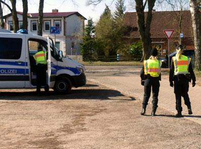 In Herrnburg wurde am Samstag wieder kontrolliert. Auch Familienbesuche sind nur eingeschränkt möglich. Fotos: Stefan Strehlau