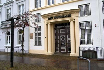 Die Treffen finden regelmäßig am 3. Dienstag eines Monats von 19 bis 21 Uhr im Unitarierdomizil im Hoghehus,  Koberg 2, statt.