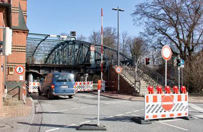 Die Witterung führt zu Verzögerungen beim Abbindevorgang des Betonvergusses. Fotos: VG