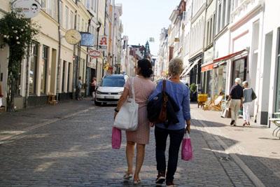 Gemütlich shoppen: Am Sonntag sind die Geschäfte in Lübeck geöffnet. Foto: JW