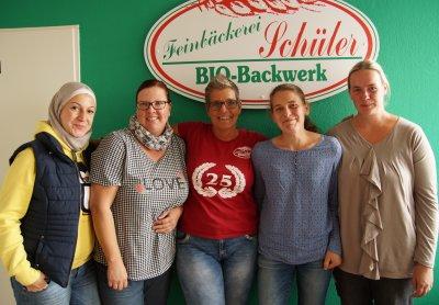 Tauschten sich in kurzen Vorstellungsgesprächen aus: Aya Dahhan (v.l.), Maren Memler, Bettina Schüler, Nadine Barten und Yvonne Anderßon. Foto: Jobcenter