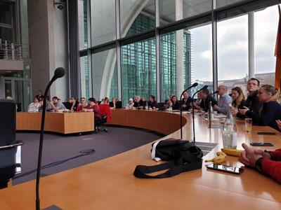 Die Jugendrotkreuzler sprachen in Berlin über ihre Forderungen an die Politik. Foto: JRK