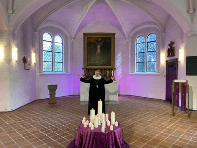 Segen via Internet: Lübecks Pröpstin Petra Kallies hat am Sonntag via You Tube gepredigt. Fotos: Ines Langhorst (2), Kirchenkreis LL (1), O-Ton: Harald Denckmann