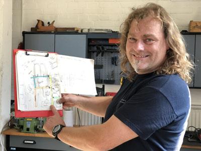 Die Skizzen für die mobile Thekenzeile hat Diakon Lars Sörensen fertig. Nach den Sommerferien wird gebaut. Fotos: Ines Langhorst
