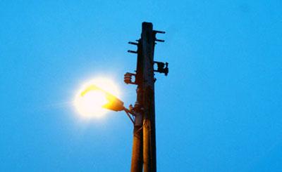 Im Reetweg wird auf LED-Leuchten umgestellt. Symbolbild: Oliver Klink/Archiv