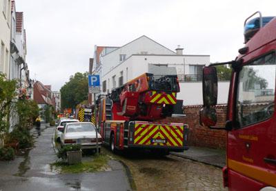 Am Freitag wurde in der Innenstadt eine Gaslaterne abgerissen. Fotos: Stefan Strehlau