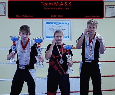 Erfolg für Lübecks Kickboxer-Nachwuchs: Marcel Schönbom, Darla Fölske und Connor Schulten. Foto: Mask HL