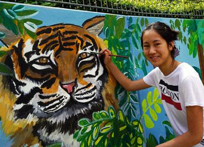 Kara verzierte die Wand mit Tigern. Fotos, Video: JW