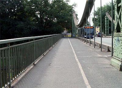 Geh- und Radweg müssen für dringende Arbeiten für vier Wochen gesperrt werden. Foto: VG