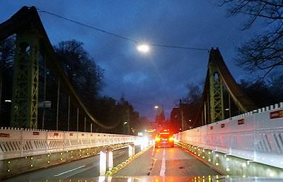 Eine Fahrspur weniger: Grund für die Probleme sind jahrelange Verzögerungen bei den Investitionen in Lübecks Brücken. Foto: JW