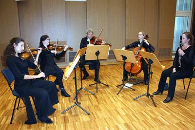 Mozart erklang zur Begrüßung im Kleinen Saal. Fotos: TD
