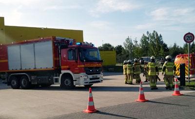 Das Verteilzentrum wurde evakuiert, die Poststelle in Stockelsdorf abgesperrt. Fotos: Stefan Strehlau, Oliver Klink, Video: Oliver Klink