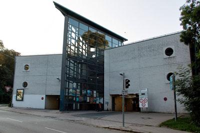 Das Parkhaus am Holstentor wird noch einmal saniert, damit es noch drei Jahre lang genutzt werden kann.