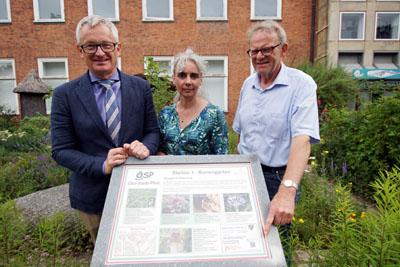 Senator Ludger Hinsen, Susanne Füting, Leiterin des Museums für Natur und Umwelt, und Wolfgang Nagel vom Bereich Umweltschutz an der ersten Station. Fotos: JW