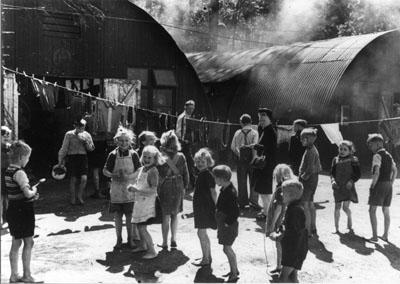 Flüchtlinge im Lager Pöppendorf 1947. Foto von Theodor Scheerer / vintage germany