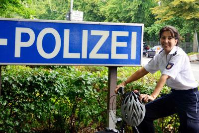 Silke Ziemann, Leiterin der Präventionsstelle bei der Polizeidirektion Lübeck, lädt zum Fahrradkurs ein. Foto: PD Lübeck