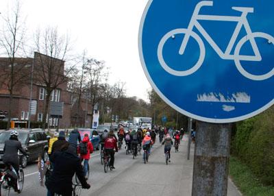 Der ADFC lädt zu einer Feierabend- Radtour ein.