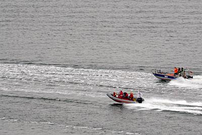 Die Sicherungsboote der Travemünder Woche beteiligten sich an der Suche. Fotos: Karl Erhard Vögele
