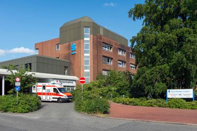 Die Sana Klinik versteigert Kunstwerke von Patienten der Palliativstation.