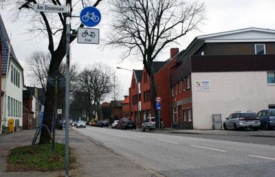 Auch in Schlutup wird die Nutzung des Radweges verboten. Fotos: Oliver Klink