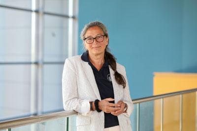 Prof. Dr. Christiane Schwarz berichtet über die Geschichte und Gegenwart von Hebammen. Foto: Uni Lübeck