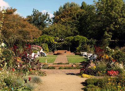 Der Grüne Kreis und das Museum für Natur und Umwelt laden zu einer Soirée in den Schulgarten ein.