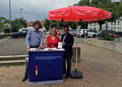 Jan Schenkenberger, Conja Grau und Ingo Schaffenberg suchten das Gespräch zum Thema Grundgesetz. Foto: SPD Marli