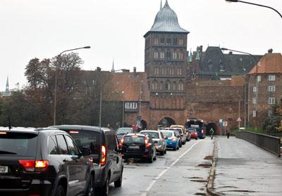 Durchgangsverkehr raus: Das Forum von Architekten und Stadtplanern fordert eine zügige Umsetzung des Konzeptes für die Altstadt. Foto: VG/Archiv