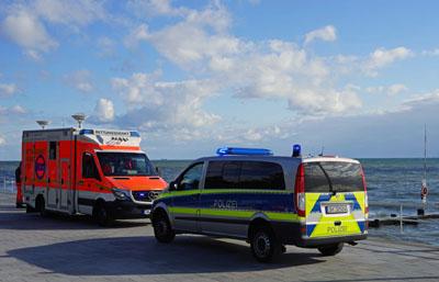 Über eine Stunde suchten die Rettungskräfte nach einem vermissten Schwimmer. Foto: TA