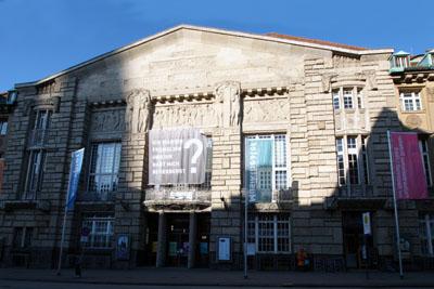 Das Theater Lübeck vergibt ein  Regie-Praktikum und ein Kostüm-Praktikum.