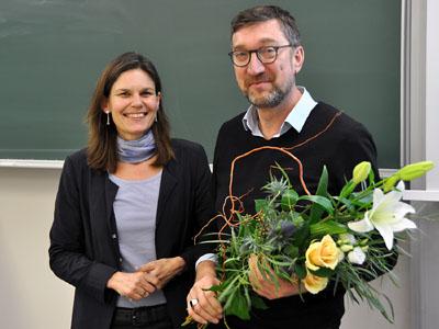 TH-Präsidentin Helbig war die erste Gratulantin zur Wiederwahl von Prof. Frank Schwartze. Foto: THL