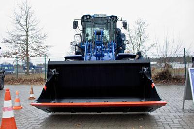 Das THW nahm am Sonntag einen neuen Radlader in Lübeck in Betrieb. Fotos: VG